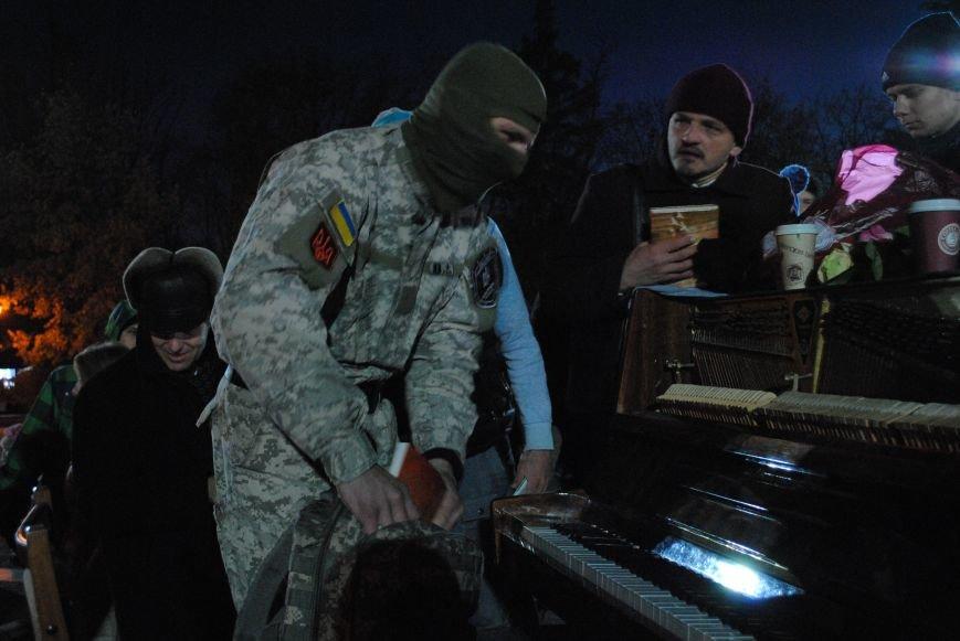 Пианист-экстремист дал концерт под памятником Шевченко в Харькове, фото-7