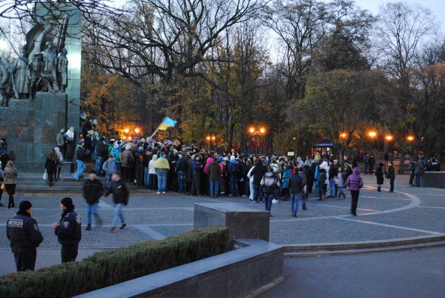Пианист-экстремист дал концерт под памятником Шевченко в Харькове, фото-3