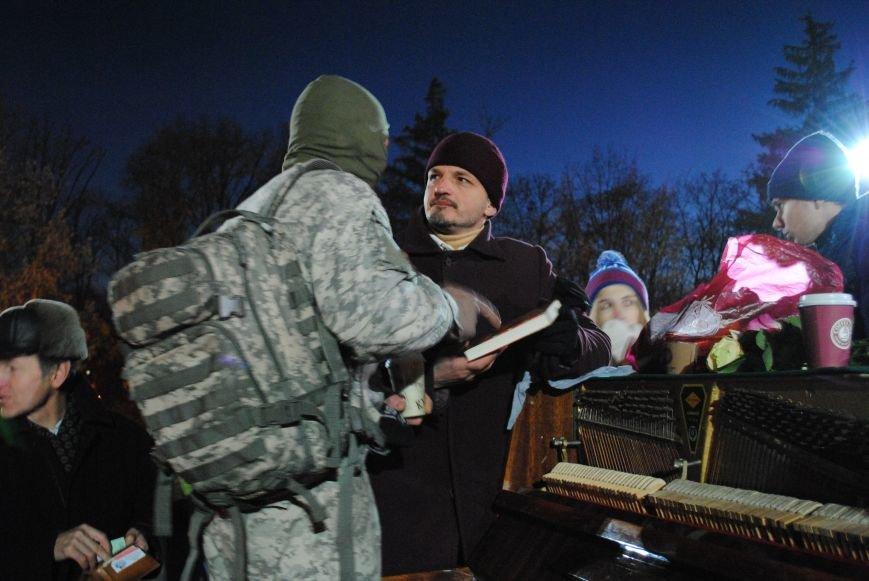Пианист-экстремист дал концерт под памятником Шевченко в Харькове, фото-6