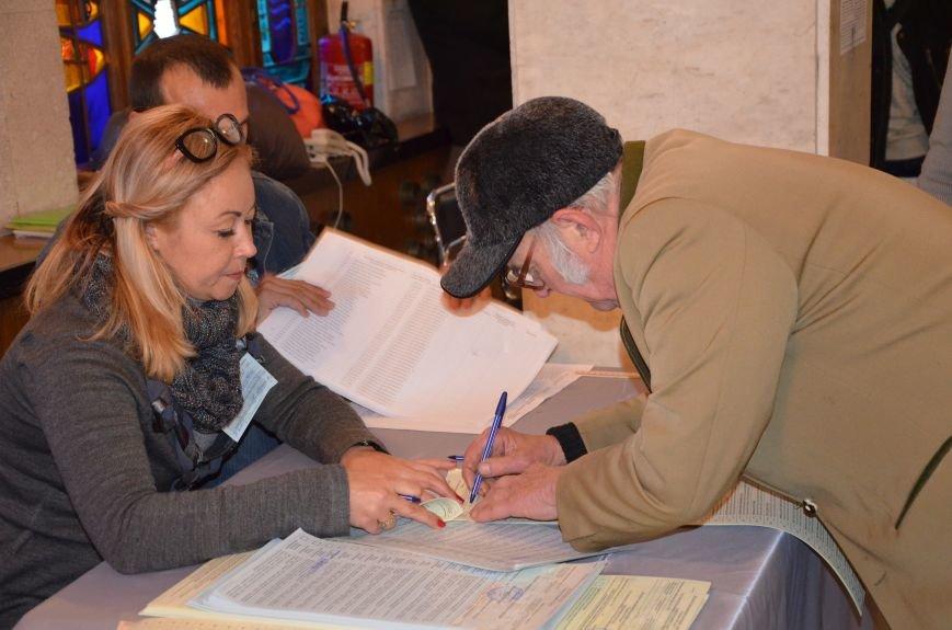 В Мариуполе избирательные участки открылись без военных (ФОТО), фото-4