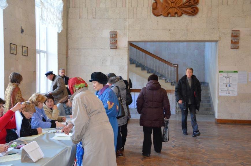 В Мариуполе избирательные участки открылись без военных (ФОТО), фото-5