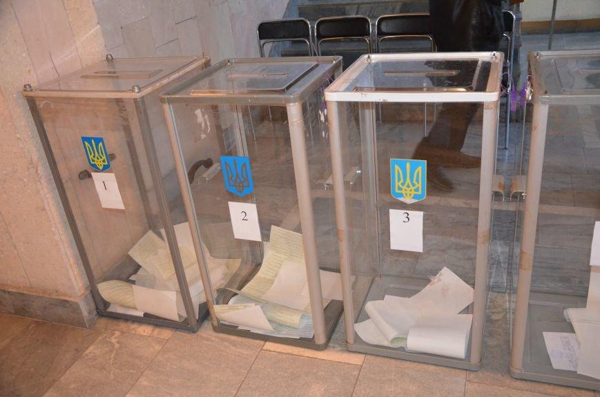 В Мариуполе избирательные участки открылись без военных (ФОТО), фото-1