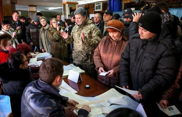 Президент Украины прибыл в Донбасс, чтобы проконтролировать выборы на Востоке (ФОТО), фото-1