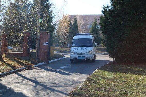 У Рівному на вулиці Київській «замінували» виборчу дільницю (Фото), фото-1