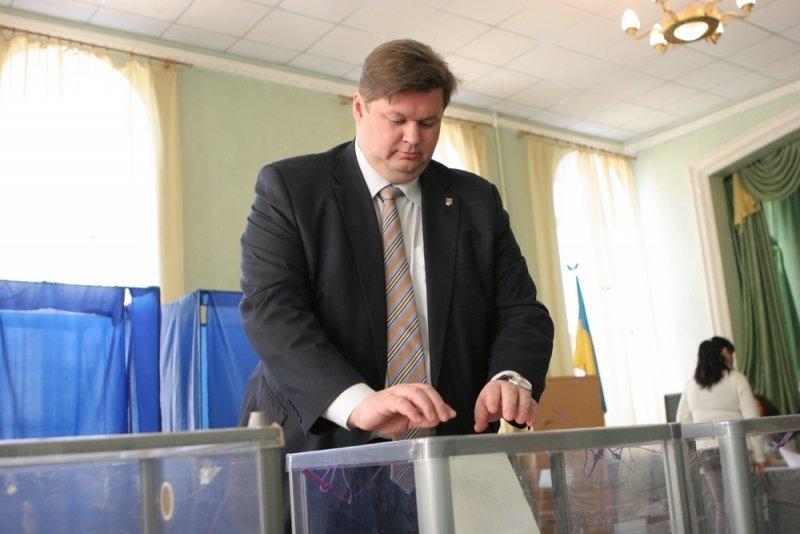 Балута принял участие в голосовании на внеочередных выборах в ВР, фото-2