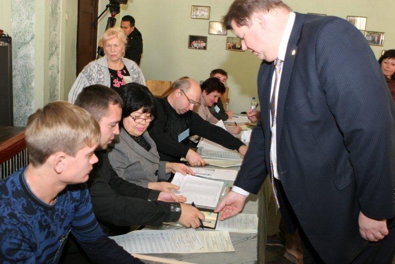 Балута принял участие в голосовании на внеочередных выборах в ВР, фото-1