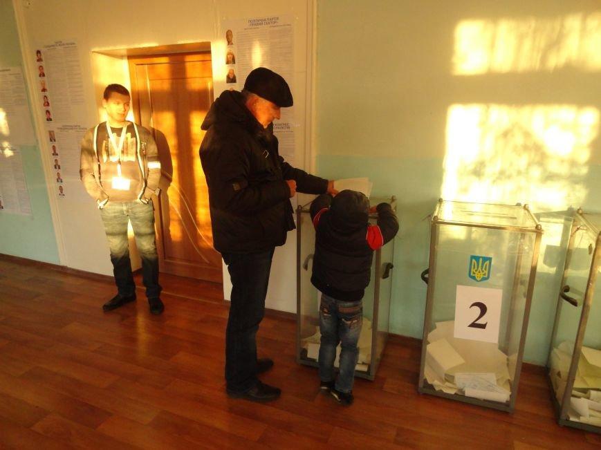 На  избирательных участках упала активность мариупольцев (ФОТО), фото-4