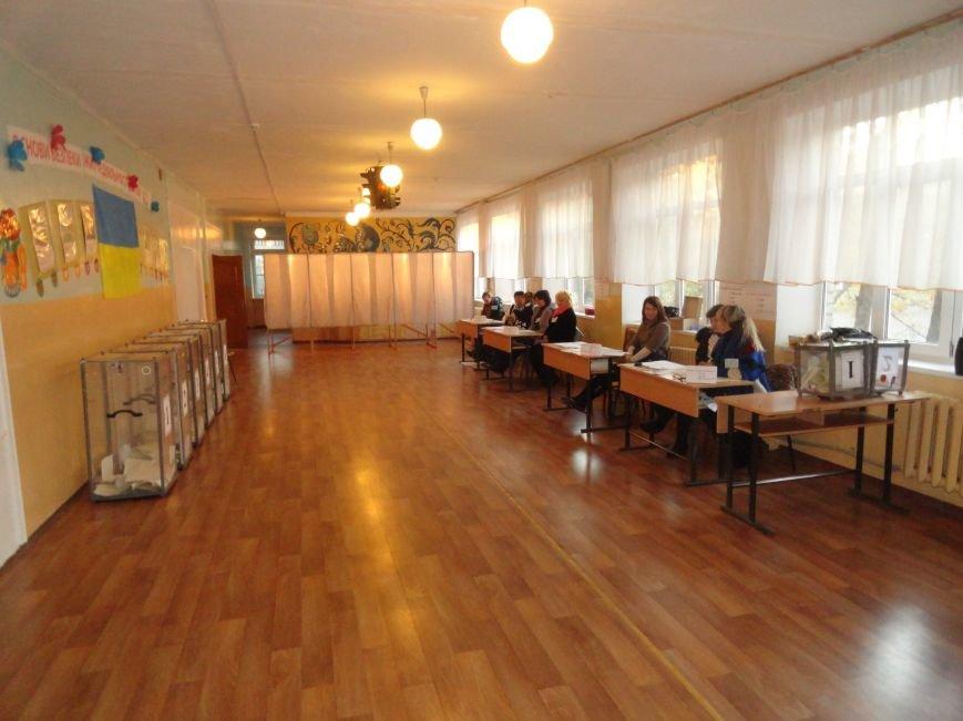 На  избирательных участках упала активность мариупольцев (ФОТО), фото-1