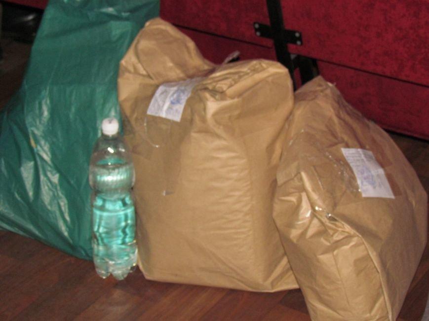 На 58 избирательном округе в Мариуполе около 6 часов не принимают бюллетени (ФОТО), фото-5