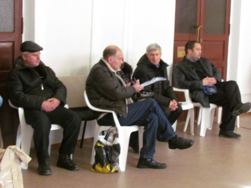 На 58 избирательном округе в Мариуполе около 6 часов не принимают бюллетени (ФОТО), фото-9