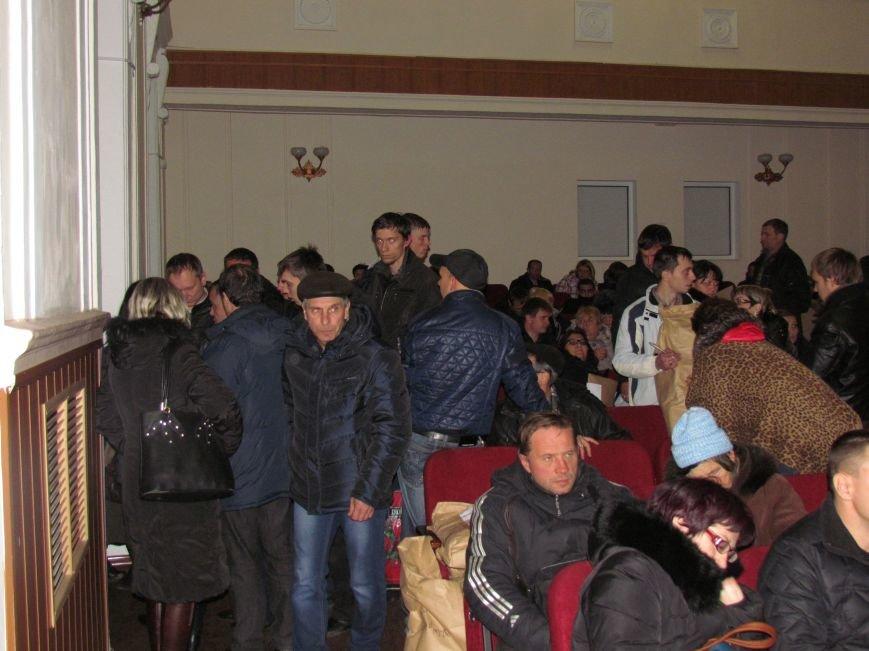 На 58 избирательном округе в Мариуполе около 6 часов не принимают бюллетени (ФОТО), фото-2