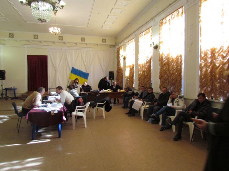 На 58 избирательном округе в Мариуполе около 6 часов не принимают бюллетени (ФОТО), фото-11