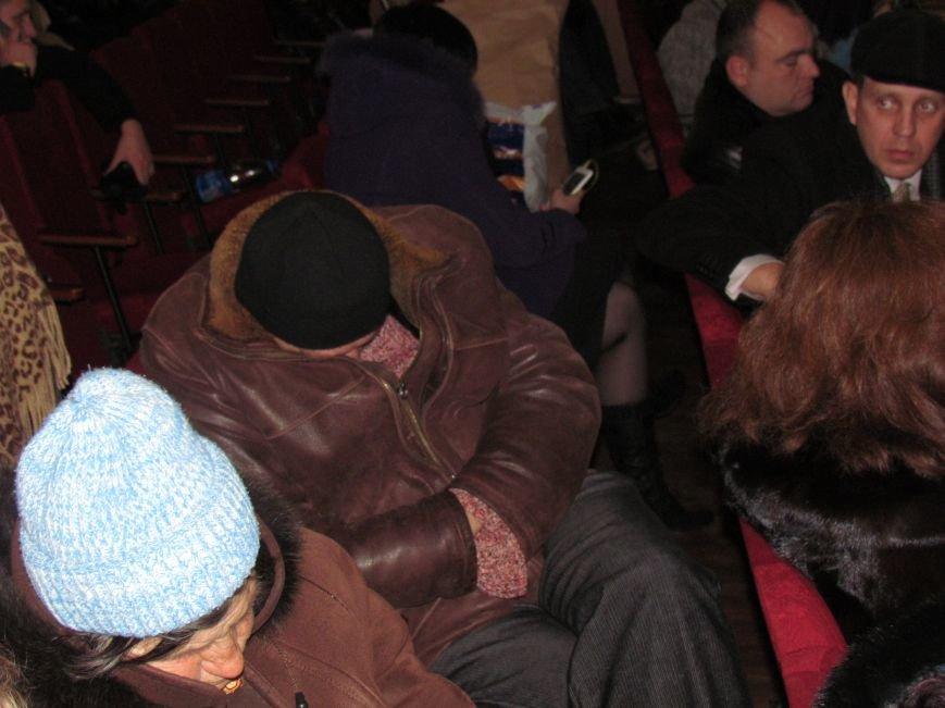 На 58 избирательном округе в Мариуполе около 6 часов не принимают бюллетени (ФОТО), фото-3