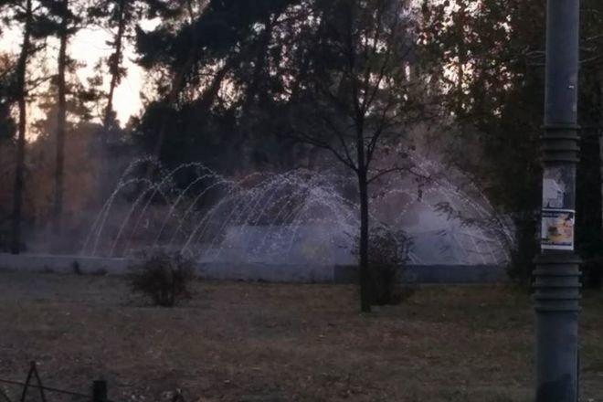 В столичном парке Победы посетителей развлекают фонтаном с горячей водой (ФОТО), фото-1