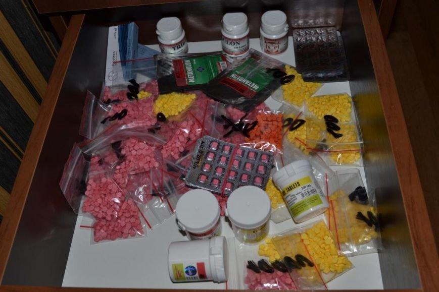 Криворожане изготавливали анаболики и стероиды для контрабанды в ЕС (ФОТО), фото-3