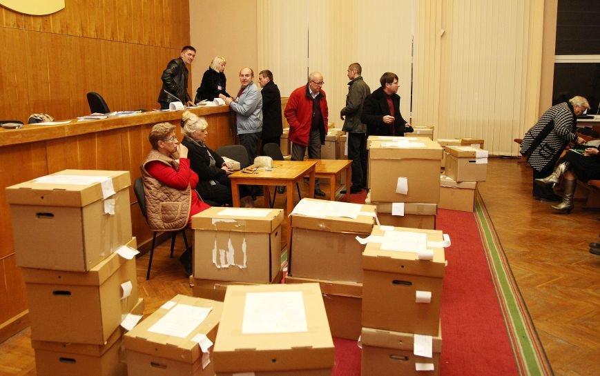 В Кривом Роге «заминировали» окружную комиссию, а «титушки» напали на членов избирательного участка, фото-2