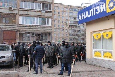 В Кривом Роге «заминировали» окружную комиссию, а «титушки» напали на членов избирательного участка, фото-1