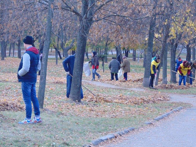 Студенты СумГУ вышли на субботник (ФОТО), фото-1