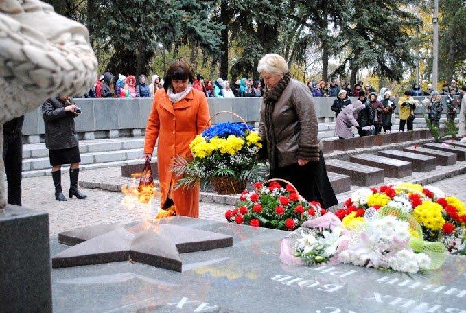 2014.10.24_ЦГОК_ПСП_Открытие мемориала_70 лет освобождения Украины (76)
