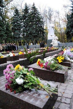 2014.10.24_ЦГОК_ПСП_Открытие мемориала_70 лет освобождения Украины (210)