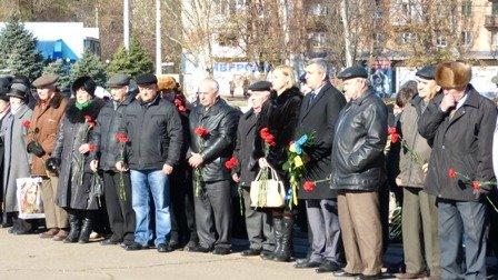Мариупольцы отметили 70-летнюю годовщину освобождения Украины  (ФОТО), фото-9