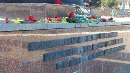 Мариупольцы отметили 70-летнюю годовщину освобождения Украины  (ФОТО), фото-4