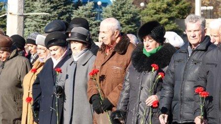 Мариупольцы отметили 70-летнюю годовщину освобождения Украины  (ФОТО), фото-7