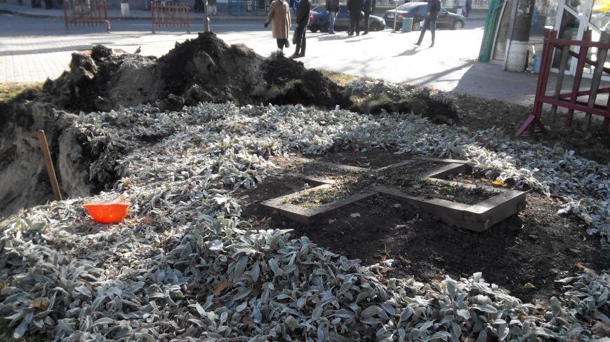 В Сумах тепловики ликвидируют порыв в Покровском сквере (ФОТО), фото-3
