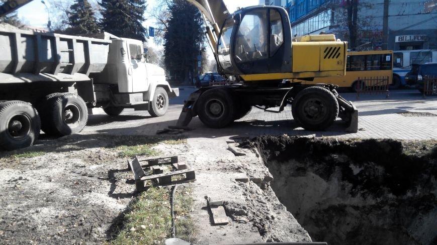 В Сумах тепловики ликвидируют порыв в Покровском сквере (ФОТО), фото-1