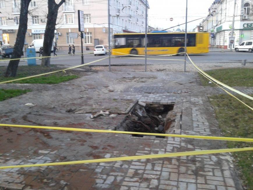 В Сумах тепловики ликвидируют порыв в Покровском сквере (ФОТО), фото-6