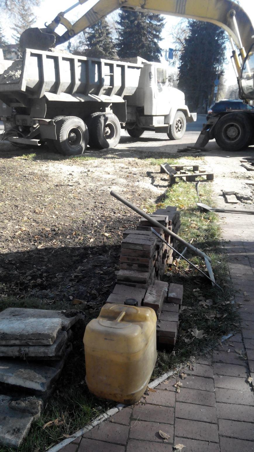 В Сумах тепловики ликвидируют порыв в Покровском сквере (ФОТО), фото-4