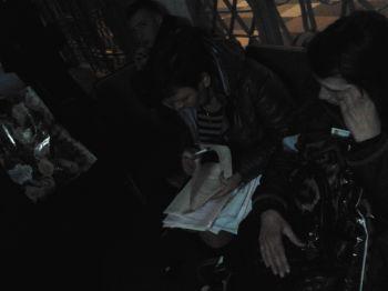 У Тернополі членів ДВК, які переписували протоколи на колінах в приміщенні ОВК, затримали (фото), фото-1