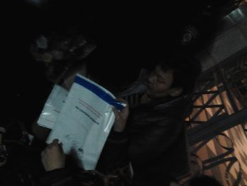 У Тернополі членів ДВК, які переписували протоколи на колінах в приміщенні ОВК, затримали (фото), фото-2