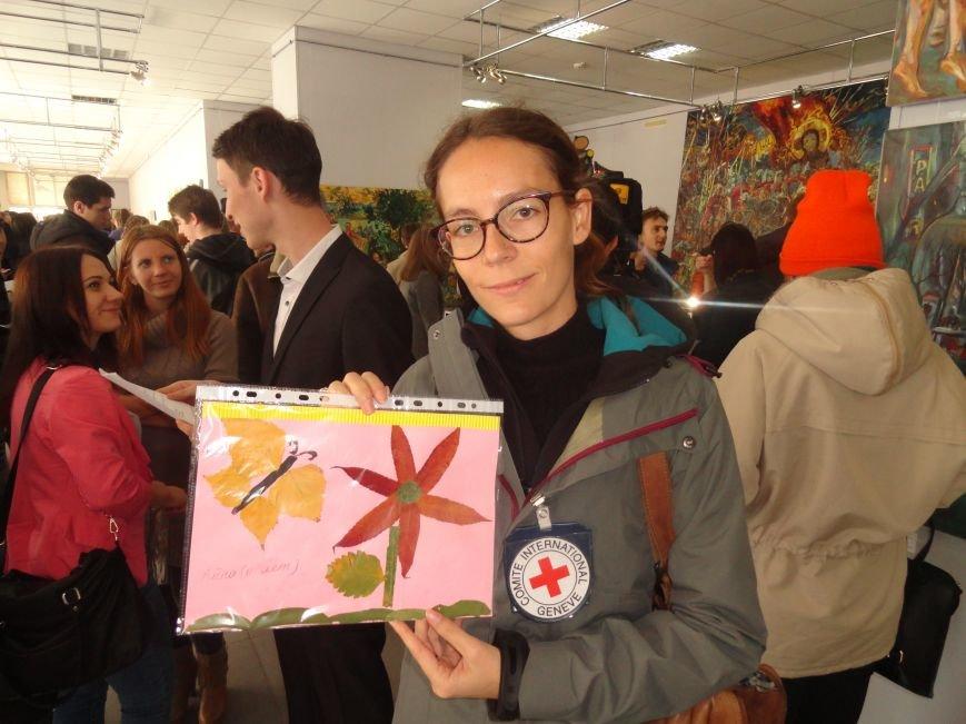 В Мариуполе провели аукцион, чтобы помочь беженцам (ФОТОРЕПОРТАЖ), фото-14