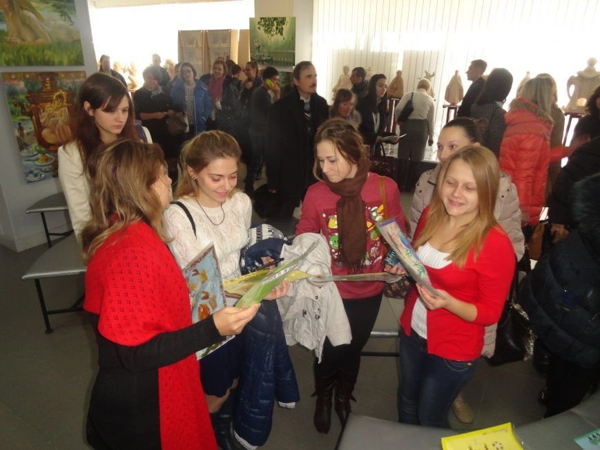 В Мариуполе провели аукцион, чтобы помочь беженцам (ФОТОРЕПОРТАЖ), фото-10