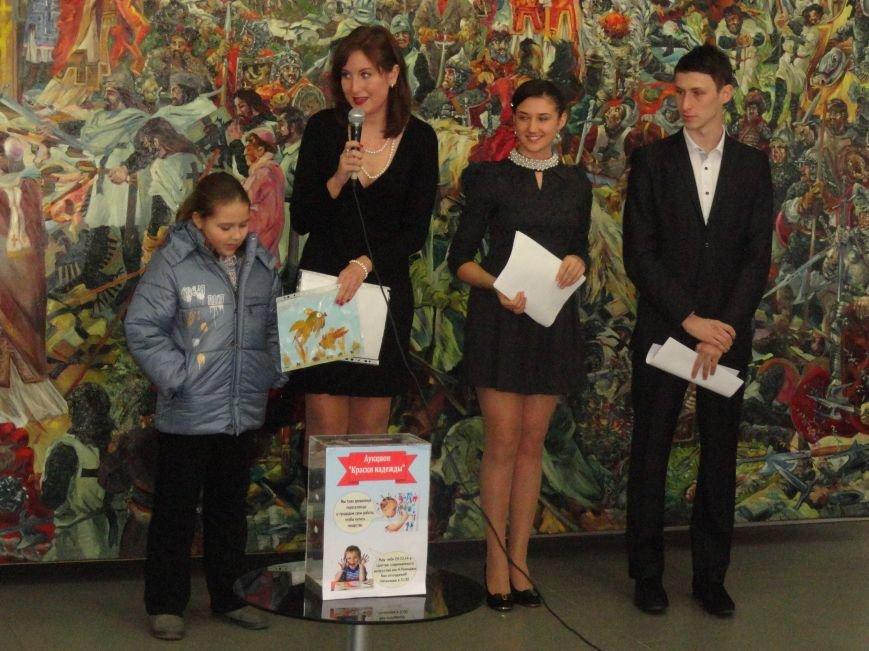 В Мариуполе провели аукцион, чтобы помочь беженцам (ФОТОРЕПОРТАЖ), фото-7