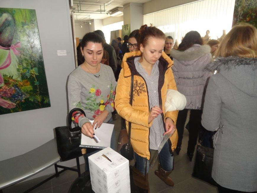 В Мариуполе провели аукцион, чтобы помочь беженцам (ФОТОРЕПОРТАЖ), фото-9