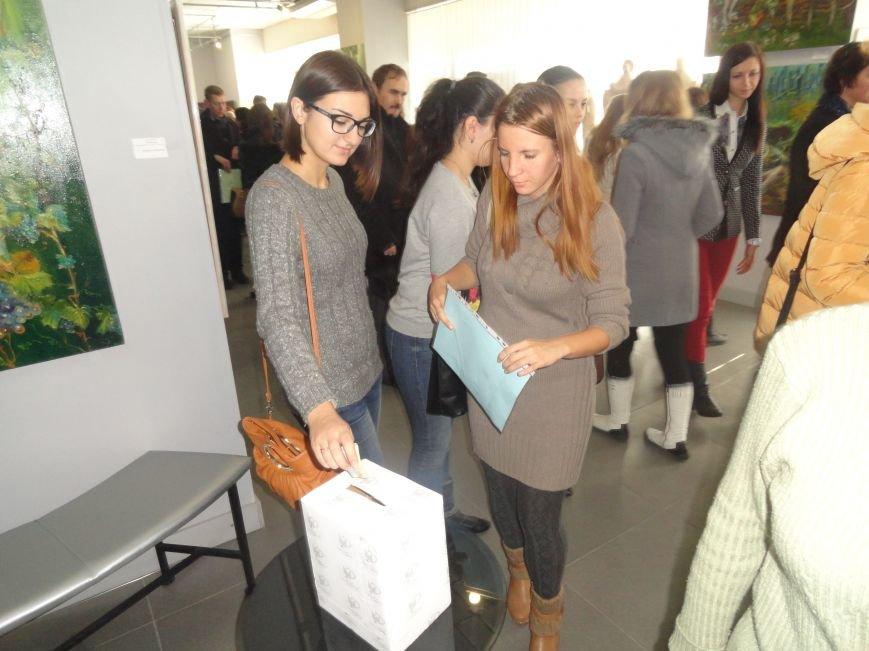В Мариуполе провели аукцион, чтобы помочь беженцам (ФОТОРЕПОРТАЖ), фото-11