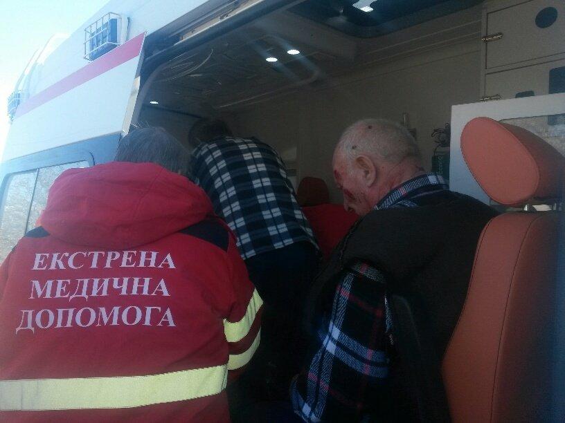 В Мариуполе КамАЗ протаранил Волгу (ФОТО), фото-5