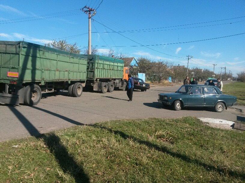 В Мариуполе КамАЗ протаранил Волгу (ФОТО), фото-8