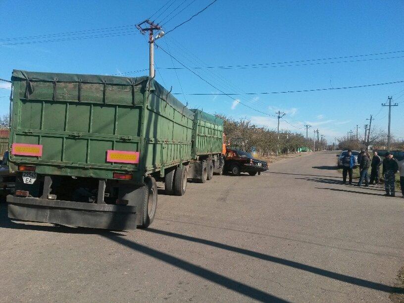 В Мариуполе КамАЗ протаранил Волгу (ФОТО), фото-7