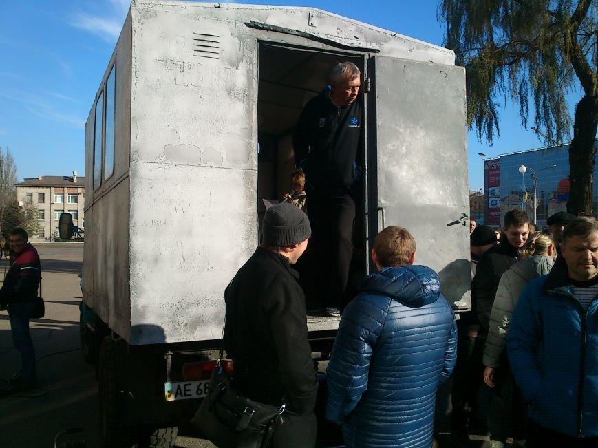 В Днепродзержинске работники предприятий кандидатов Захорольского и Дубинина митингуют за своих работодателей, фото-5
