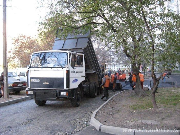 У Рівному на Костромській практично поклали 536 тон асфальту (Фото), фото-9