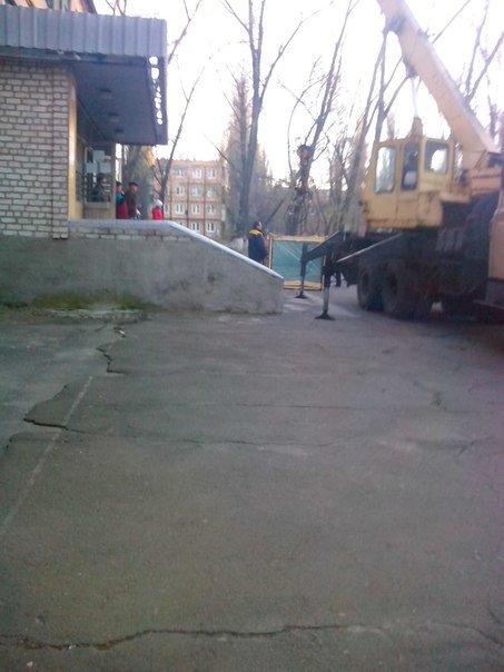 В авдеевской школе №6 восстановят разбитые стекла (ФОТО), фото-2