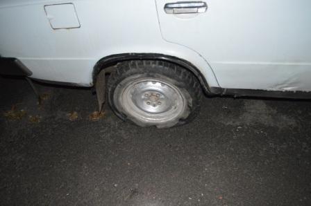 На Рівненщині п'яний водій тікав від працівників ДАІ на авто зі спущеним колесом (Фото), фото-1