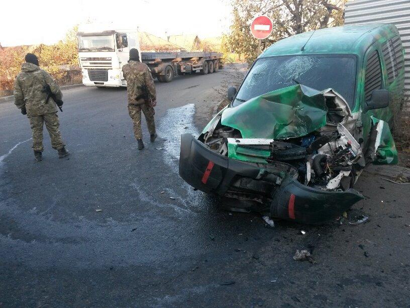 В Мариуполе военные попали в ДТП (ФОТО), фото-2