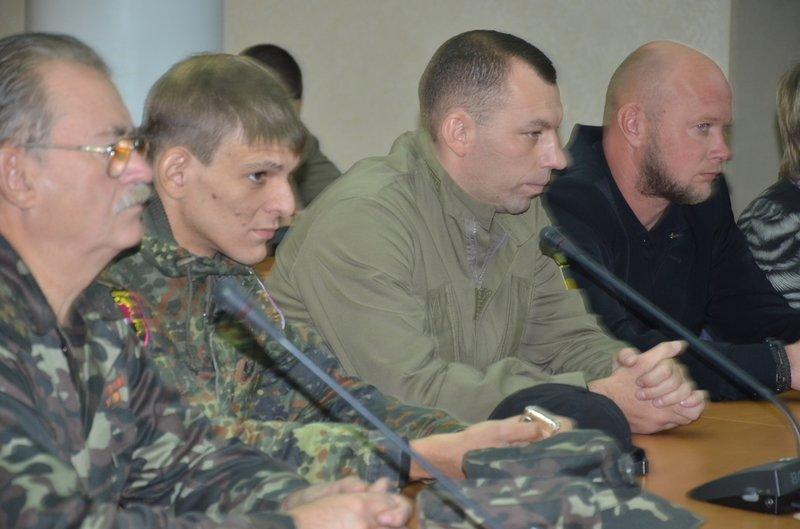Свыше 250 жителей Днепропетровщины, которые дежурят на блок-постах, получили награды, фото-2