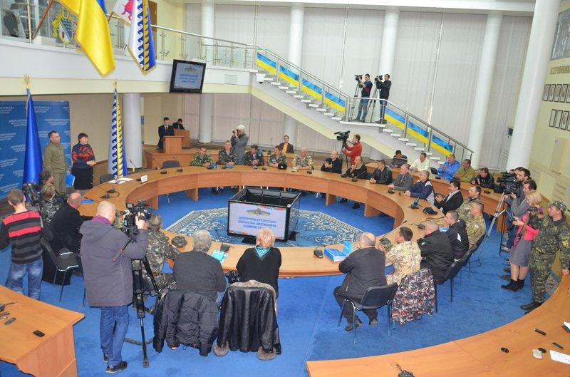 Свыше 250 жителей Днепропетровщины, которые дежурят на блок-постах, получили награды, фото-4