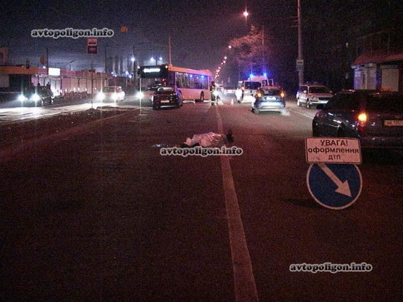 В Киеве под колесами Mazda-3 погиб пешеход, фото-1
