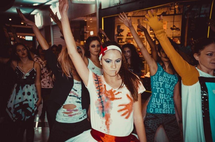 ФОТОРЕПОРТАЖ: В Симферополе «нечисть» собралась на шабаш в торговом центре, фото-5